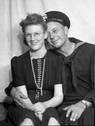 2portraits_wwII_couple