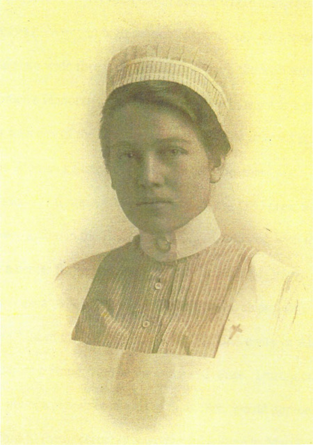 Hattie_Pearl_Rathjen_in_Nursing_School_Chicago